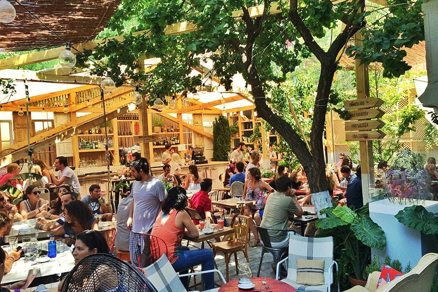 Las 8 mejores terrazas de Madrid para disfrutar este verano